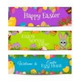 Szczęśliwi Wielkanocni sztandary ustawiający z Kolorowymi jajkami, Żółty kurczątko, krokus, tort, królika królik, marchewki, buki Obrazy Stock
