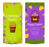 Szczęśliwi Wielkanocni sztandary ustawiający z Kolorowymi jajkami, Żółty kurczątko, krokus, tort, królika królik, marchewki, buki Obraz Royalty Free