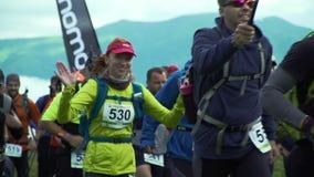 Szczęśliwy żeński biegacz zdjęcie wideo