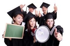 Szczęśliwy absolwenta ucznia przedstawienia chalkboard Obrazy Stock