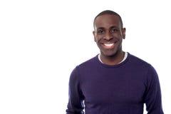 Szczęśliwy afrykanina model, odosobniony nadmierny biel Zdjęcia Royalty Free