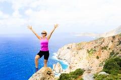 Szczęśliwy arywista kobiety zwycięzcy dojechania życia celu sukces Obrazy Stock