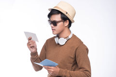 Szczęśliwy azjatykci męski turystyczny mienie paszport nad popielatym tłem Obrazy Royalty Free