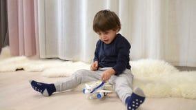 szczęśliwy bawić się dzieciaka zbiory