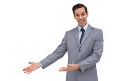 Szczęśliwy biznesmen daje prezentaci z jego rękom Zdjęcie Stock