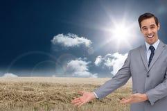 Szczęśliwy biznesmen daje prezentaci z jego rękom Obraz Stock