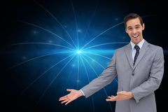 Szczęśliwy biznesmen daje prezentaci z jego rękom Zdjęcia Stock