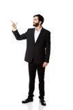 Szczęśliwy biznesmen wskazuje jego palec up zdjęcie royalty free