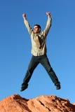szczęśliwy biznesmena doskakiwanie obraz stock