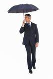 Szczęśliwy biznesmena odprowadzenie z jego parasolem Obrazy Stock