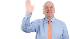 Szczęśliwy biznesmena uśmiech i Robi ręka gestom Cześć zdjęcie wideo