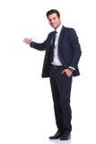 Szczęśliwy biznesowy mężczyzna wita ciebie zdjęcie royalty free