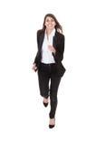 Szczęśliwy bizneswoman biega nad białym tłem fotografia stock