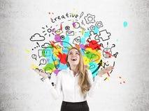 Szczęśliwy bizneswoman blisko round pomysłu nakreślenia Zdjęcia Stock