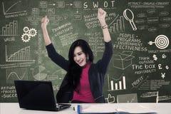 szczęśliwy bizneswomanu laptop Zdjęcie Stock