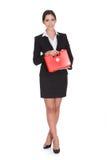 Szczęśliwy bizneswomanu mienia pierwszej pomocy pudełko obraz stock