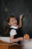 szczęśliwy blackboard uczeń obrazy royalty free