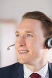 Szczęśliwy centrum telefoniczne agenta działanie Zdjęcie Royalty Free