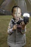 Szczęśliwy chłopiec wody błysk Fotografia Royalty Free