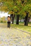 Szczęśliwy Dojrzały kobiety odprowadzenie w parku Fotografia Royalty Free