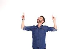 Szczęśliwy dojrzały mężczyzna wskazuje przy kopii przestrzenią zdjęcie royalty free