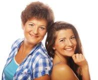 Szczęśliwy dorośleć macierzystej ang dorosłego córki Zdjęcia Royalty Free