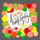 Szczęśliwy dziękczynienie dnia literowanie również zwrócić corel ilustracji wektora Akwareli kolorowe krople jesienią zbliżenie k Obrazy Royalty Free