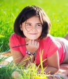 Szczęśliwy dziecka studiowanie na naturze Zdjęcie Royalty Free