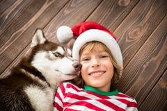 Szczęśliwy dziecko i pies na wigilii Obraz Royalty Free