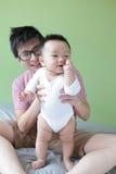 szczęśliwy dziecko ojciec sztuka jego potomstwa Fotografia Stock