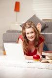 szczęśliwy dziewczyna laptop obrazy royalty free