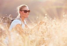 szczęśliwy dziewczyna podróżnik Obrazy Royalty Free