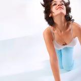 Szczęśliwy dziewczyna taniec z uśmiechem Zdjęcia Stock