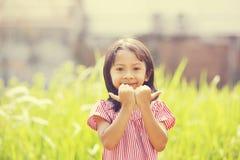Szczęśliwy dziewczyny Bawić się Plenerowy Obrazy Stock