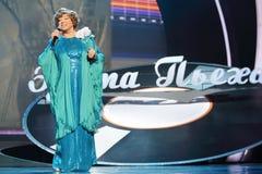 Szczęśliwy Edyta Piecha śpiewa przy jej rocznicowym koncertem Zdjęcie Royalty Free