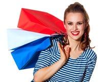 Szczęśliwy elegancki kobieta kupujący z torba na zakupy na bielu Obrazy Royalty Free