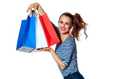Szczęśliwy elegancki monger pokazuje torba na zakupy na bielu Fotografia Royalty Free