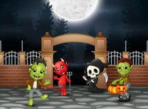 Szczęśliwy Halloween przyjęcie z grupą dzieci w różnym kostiumu ilustracja wektor