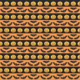 Szczęśliwy Halloweenowy bezszwowy deseniowy tło Śmieszne banie one uśmiechają się, czaszka, ślimacznica i świeczka, beak dekoracy Obrazy Royalty Free
