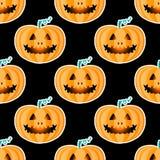 Szczęśliwy Halloweenowy jackolantern bezszwowy wzór Jack lampion z łatwym Wektorowa ilustracja odizolowywająca na czarnym tle Ilustracji