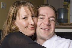 szczęśliwy kanapy pary się odprężyć Zdjęcie Stock