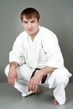 szczęśliwy karate mężczyzna kostium Obrazy Royalty Free
