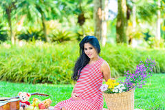 Szczęśliwy kobieta w ciąży pinkin Obrazy Stock