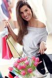 Szczęśliwy kobieta zakupy dla butów Obraz Royalty Free