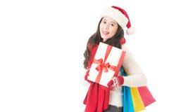 Szczęśliwy kobiety mienia prezentów pudełko i torba na zakupy Obrazy Royalty Free