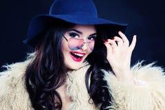 Szczęśliwy kobiety mody model Rozochocony model Zdjęcie Stock