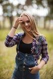 Szczęśliwy kobiety natury p rait mody lasu pojęcie fotografia stock