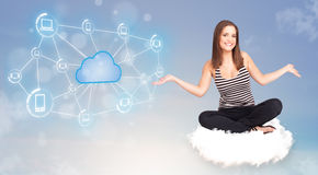 Szczęśliwy kobiety obsiadanie na chmurze z obłoczny obliczać Obraz Royalty Free