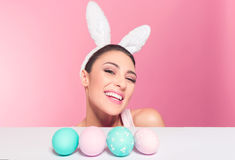 Szczęśliwy królik kobiety śmiech Obraz Stock
