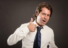 Szczęśliwy mężczyzna daje aprobata znakowi Fotografia Stock